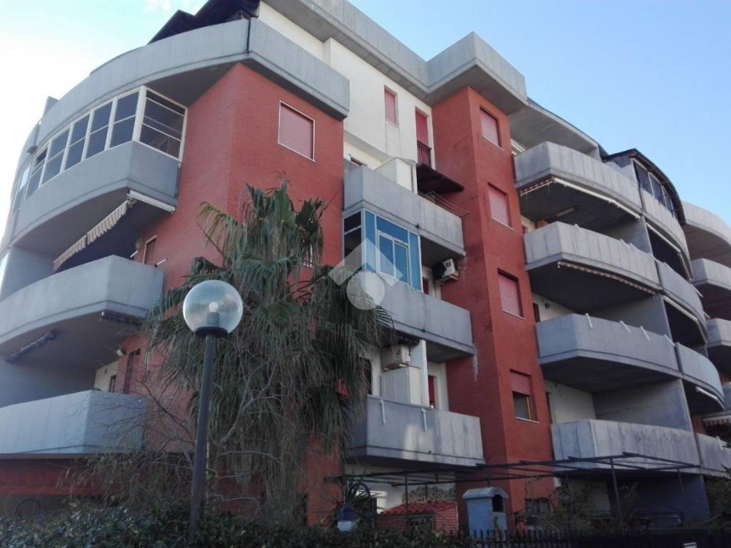 Appartamento in buone condizioni in vendita Rif. 9290650