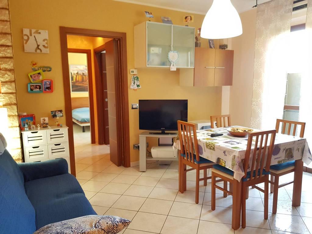 Appartamento in buone condizioni arredato in vendita Rif. 9285879