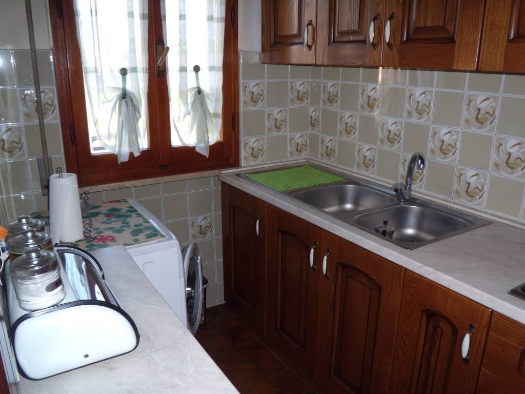 Appartamento in buone condizioni in vendita Rif. 9285303
