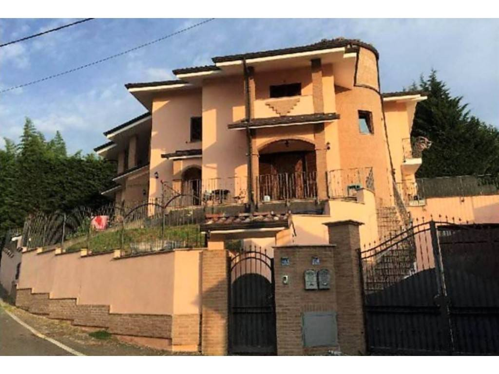 Villa in vendita a La Cassa, 8 locali, prezzo € 250.000 | CambioCasa.it