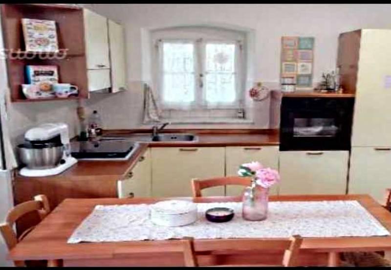Appartamento in ottime condizioni arredato in affitto Rif. 9288484