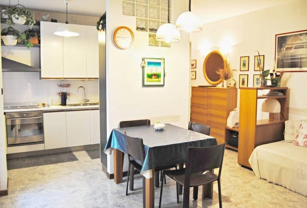 Appartamento in buone condizioni parzialmente arredato in vendita Rif. 9289165