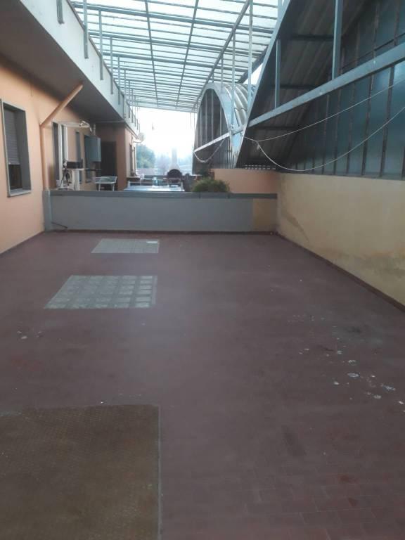 Appartamento in buone condizioni in affitto Rif. 9289710