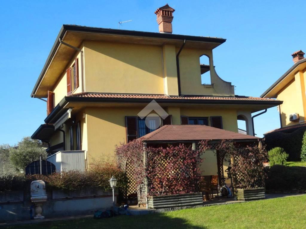 Villa in buone condizioni in vendita Rif. 9289088