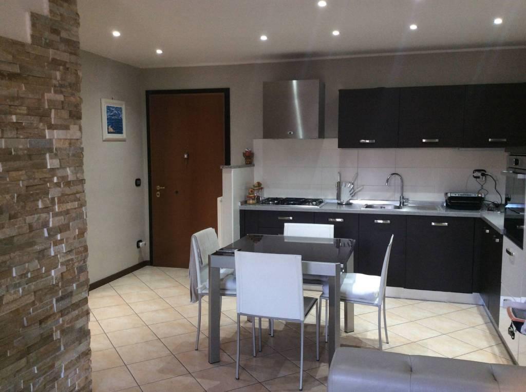 Appartamento in buone condizioni parzialmente arredato in vendita Rif. 9286067