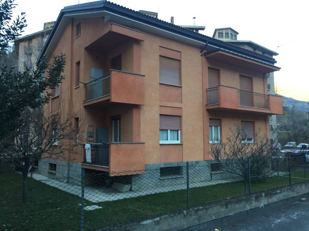 Appartamento in buone condizioni arredato in affitto Rif. 9288556