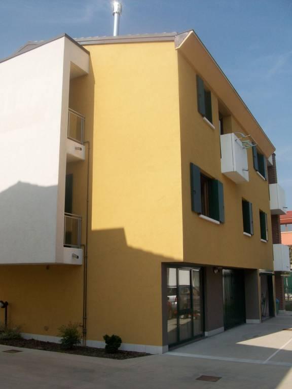 Appartamento in buone condizioni parzialmente arredato in vendita Rif. 9288469