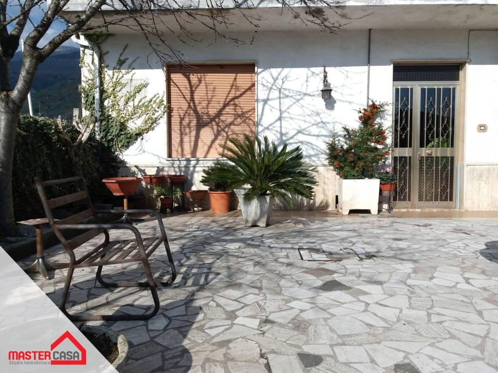 Appartamento in buone condizioni in vendita Rif. 9292716