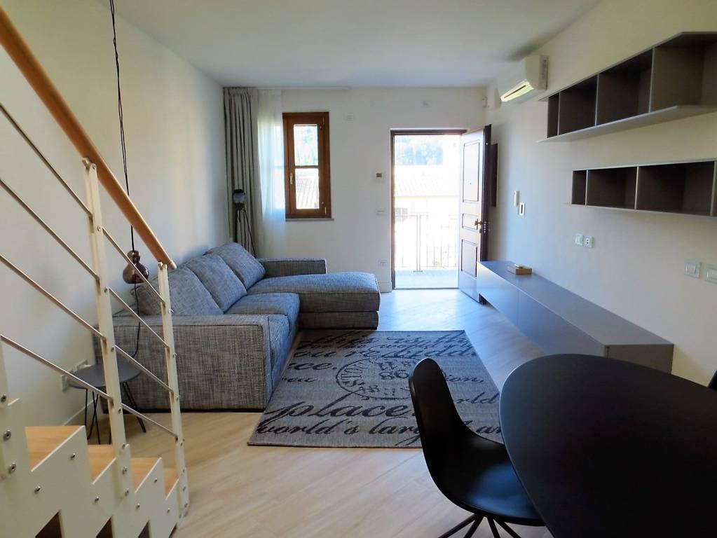 Appartamento in ottime condizioni arredato in affitto Rif. 9287328