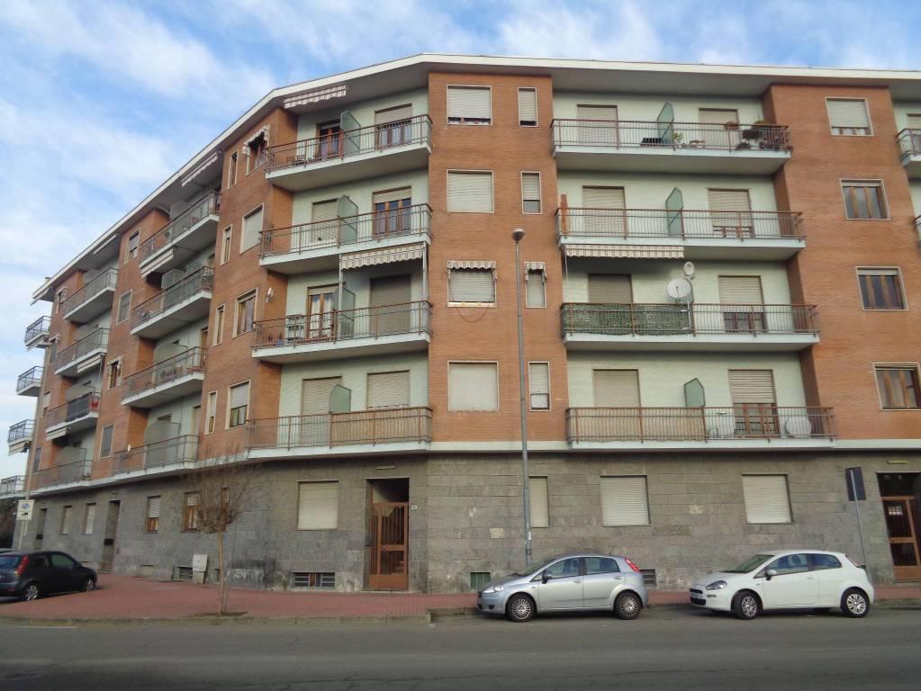 Appartamento in buone condizioni in affitto Rif. 9289467