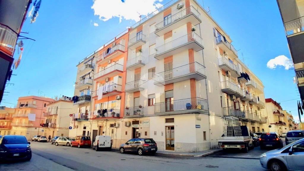 Appartamento in buone condizioni in vendita Rif. 9307788