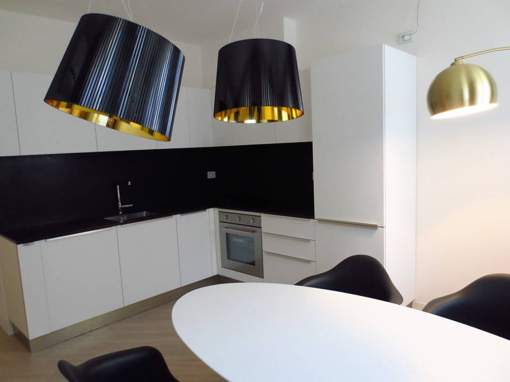Appartamento in ottime condizioni arredato in affitto Rif. 9287329
