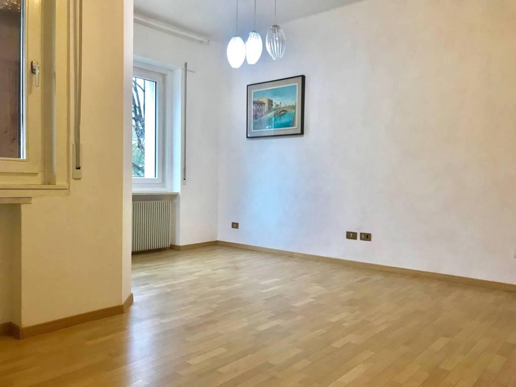 Appartamento in ottime condizioni parzialmente arredato in vendita Rif. 9292992