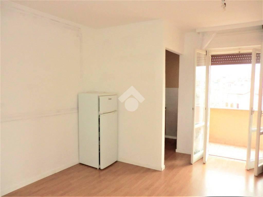 Appartamento in buone condizioni in vendita Rif. 9293216