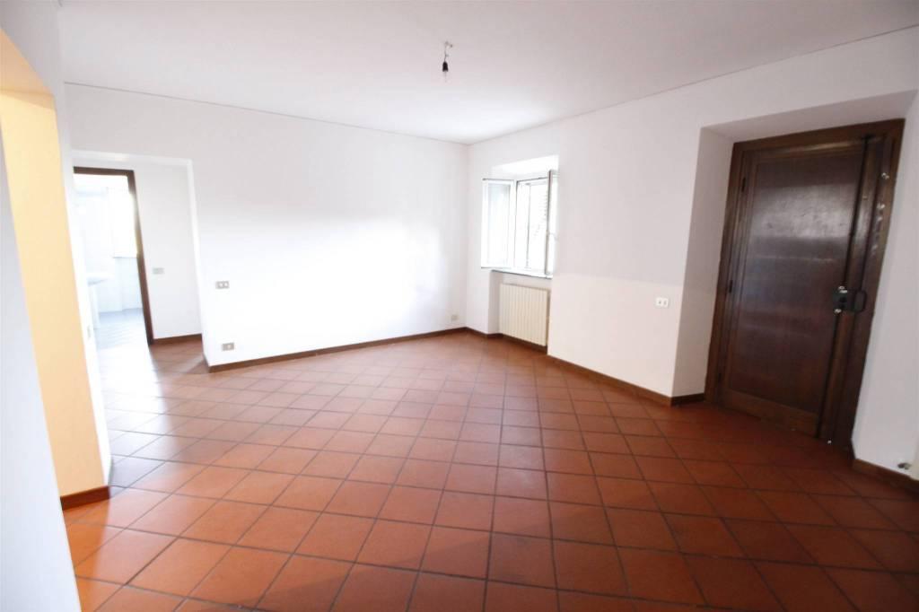 Appartamento in ottime condizioni in affitto Rif. 9286194