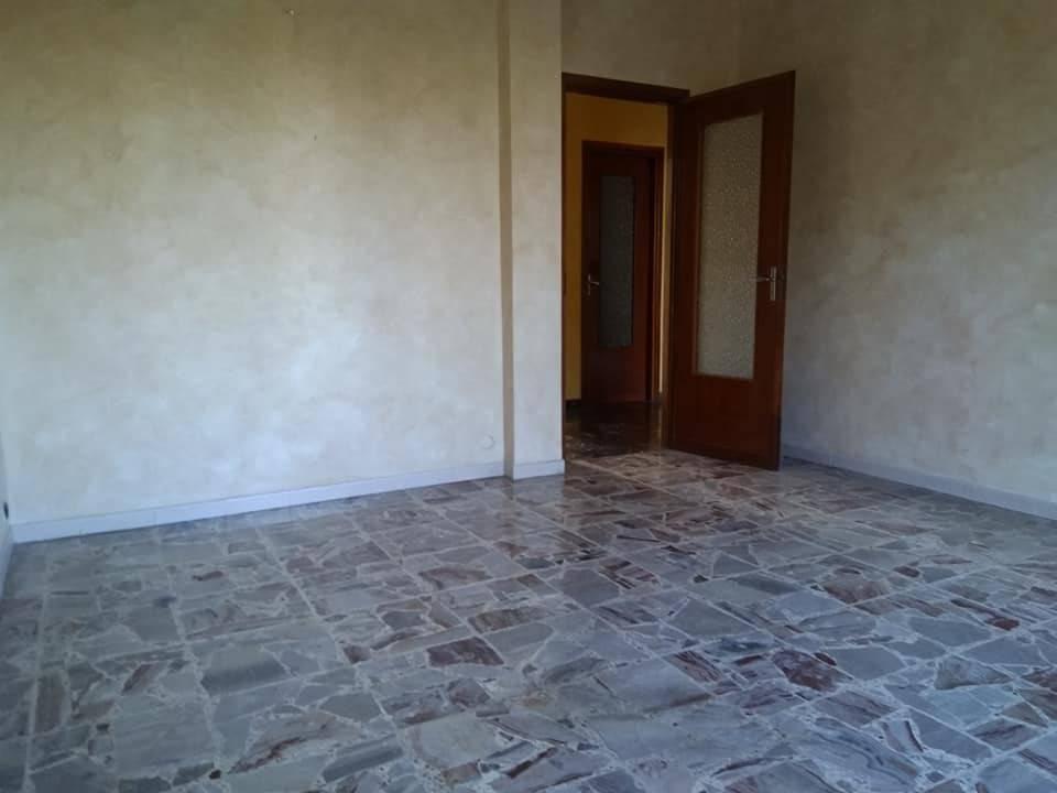 Appartamento in buone condizioni in affitto Rif. 8936090