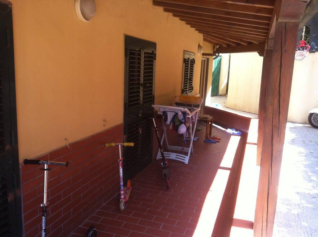 Appartamento in buone condizioni arredato in affitto Rif. 9291697