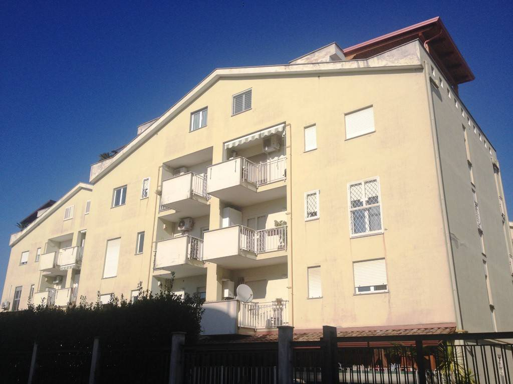 Appartamento in buone condizioni in vendita Rif. 9285898