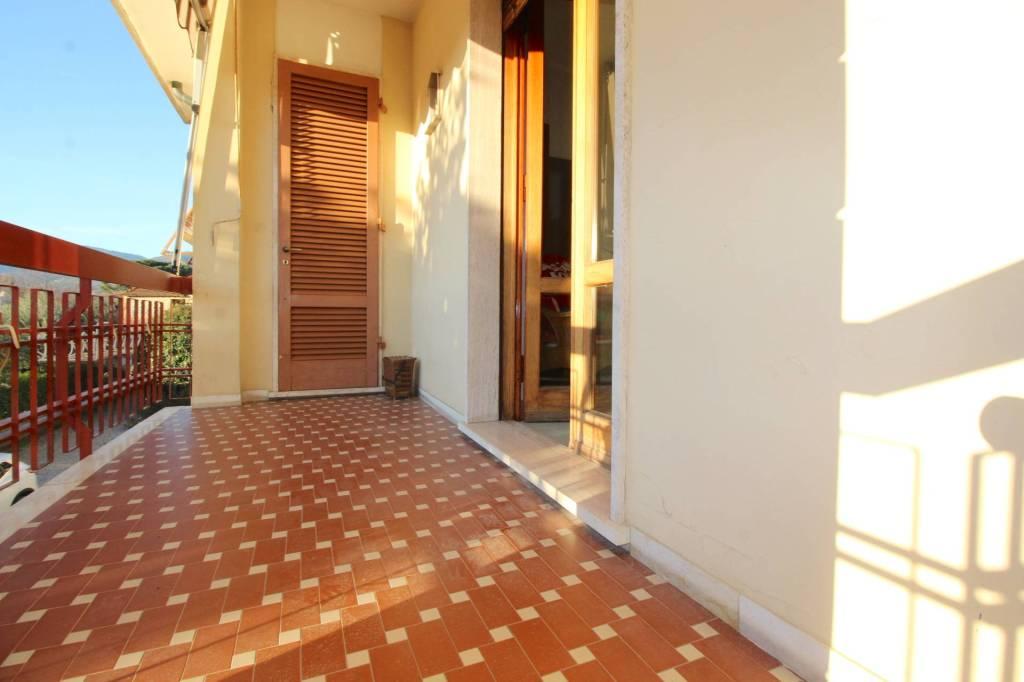 Foto 1 di Villa via Ottone Rosai, Pescia