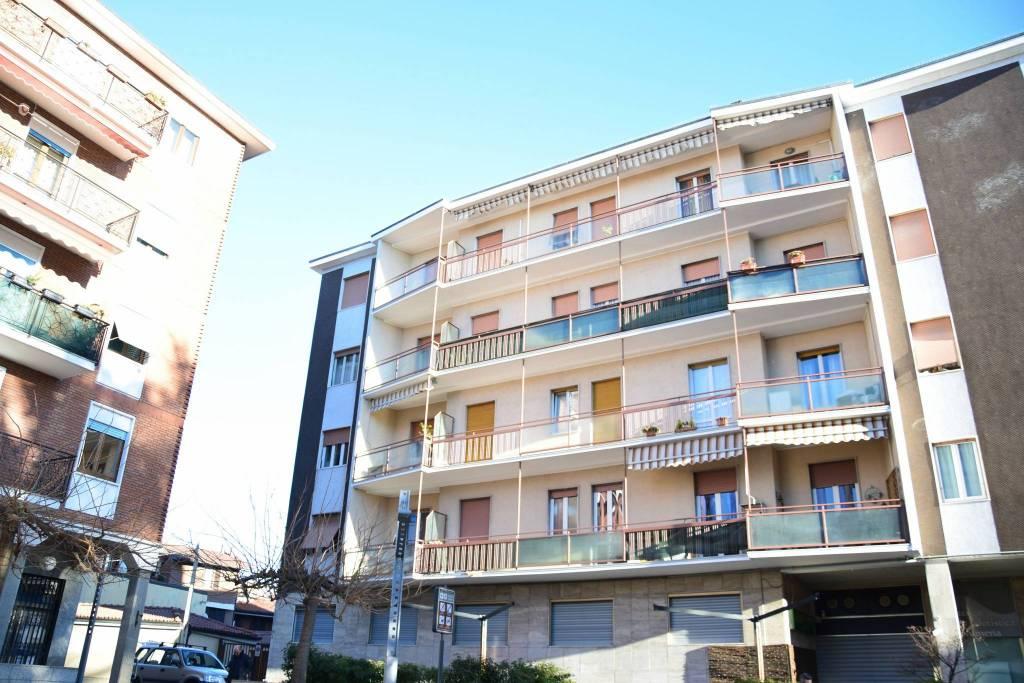 Appartamento in buone condizioni in vendita Rif. 9317571