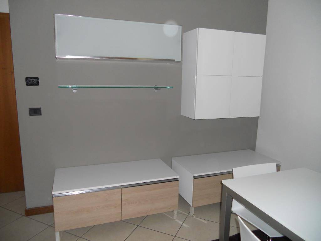 Appartamento in ottime condizioni arredato in vendita Rif. 8644797