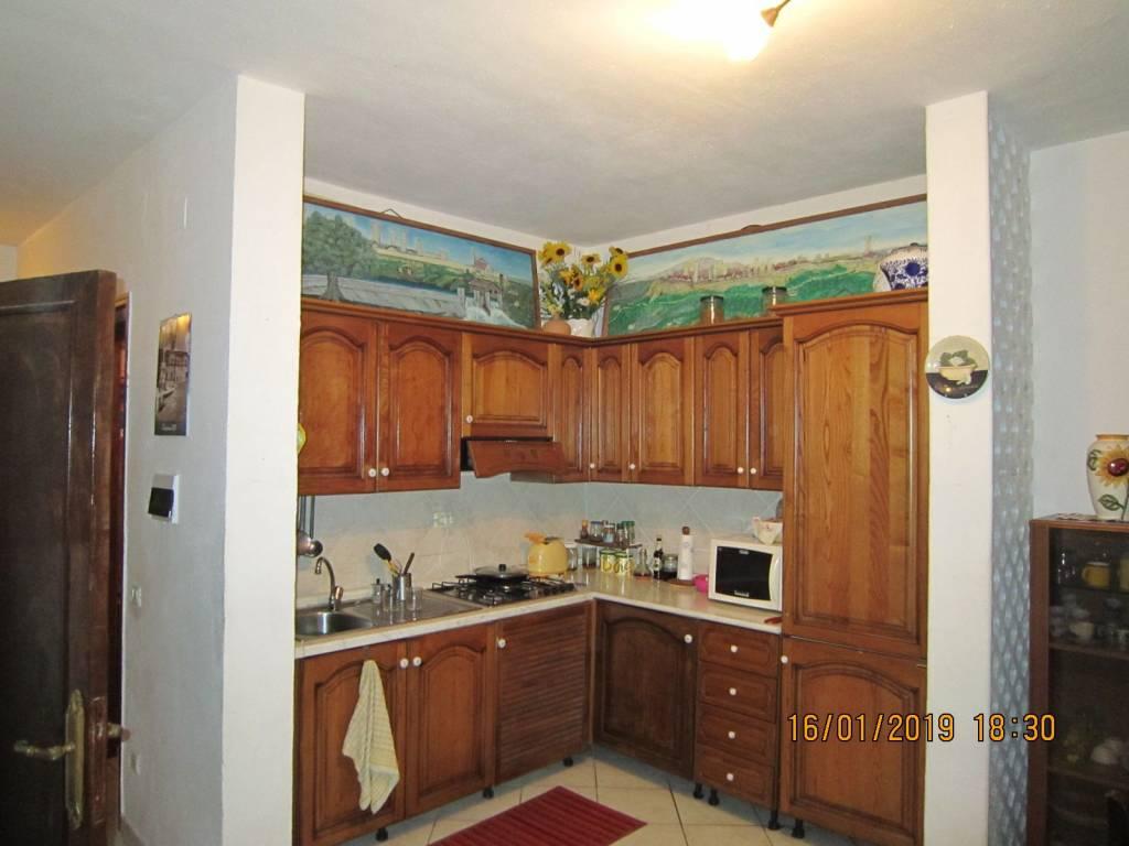 Appartamento in buone condizioni in vendita Rif. 9286602