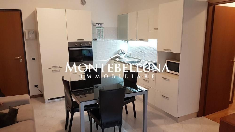 Appartamento in buone condizioni in vendita Rif. 9286774