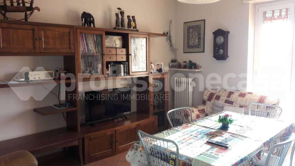 Appartamento in vendita a Gorla Maggiore, 4 locali, prezzo € 125.000 | CambioCasa.it