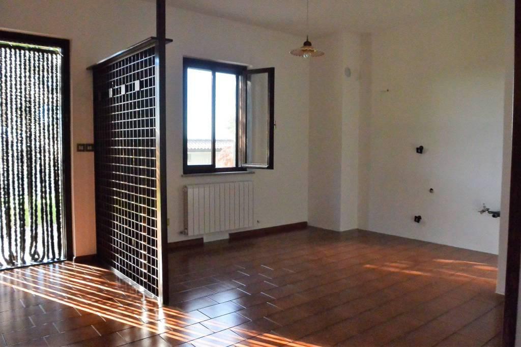 Appartamento bicamere con giardino e garage