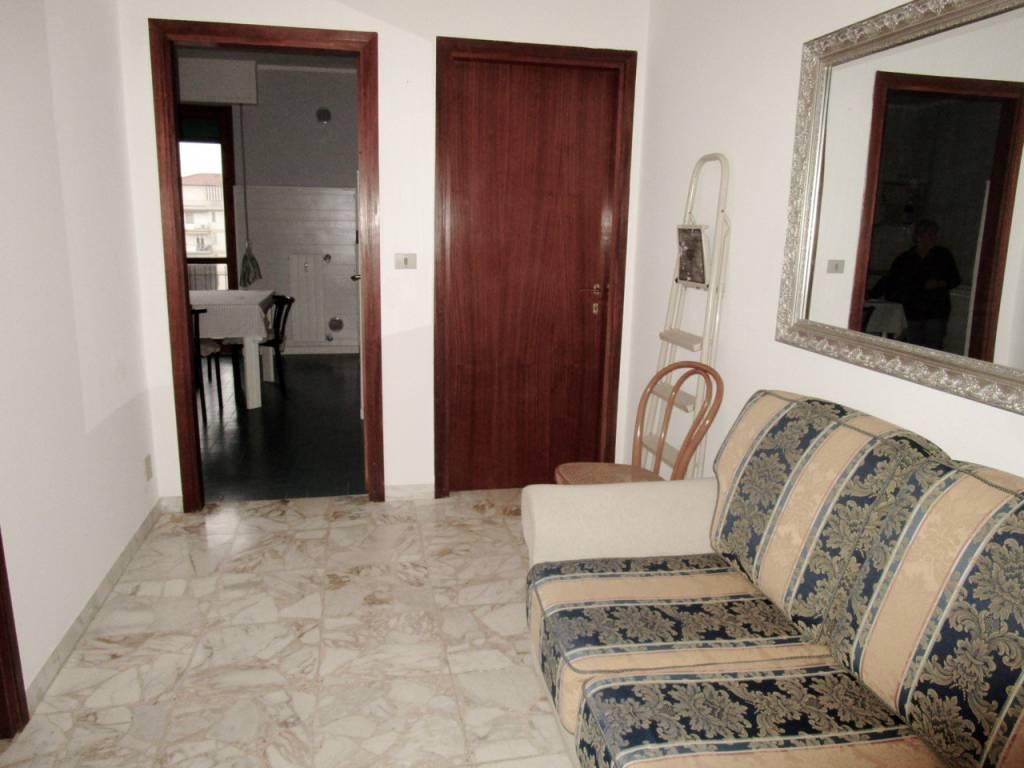 Appartamento in buone condizioni arredato in affitto Rif. 9285207