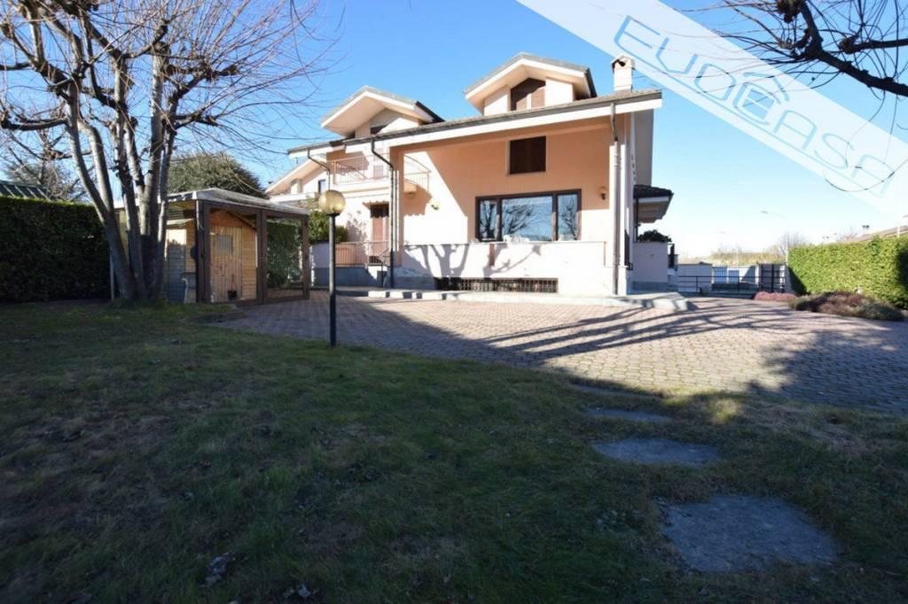 Foto 1 di Villa via Edmondo De Amicis 2, frazione Campiglione,  Campiglione Fenile