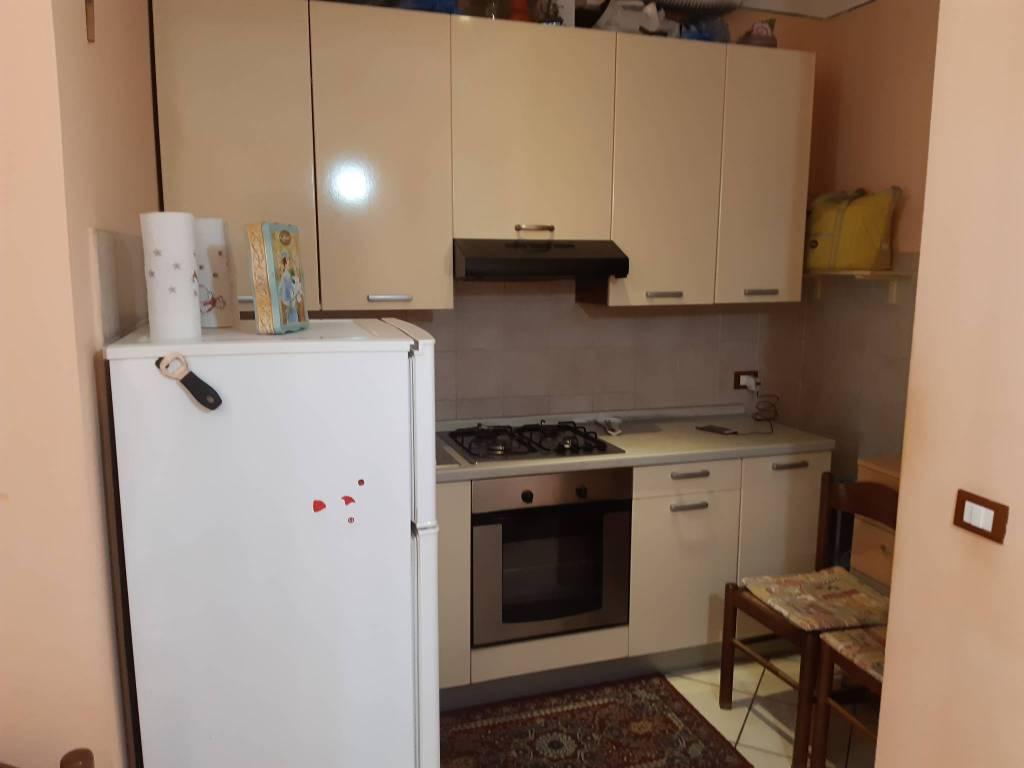 Appartamento parzialmente arredato in affitto Rif. 9302834