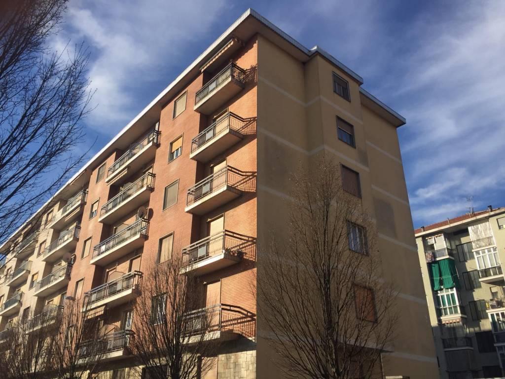 Appartamento in buone condizioni in vendita Rif. 9305074