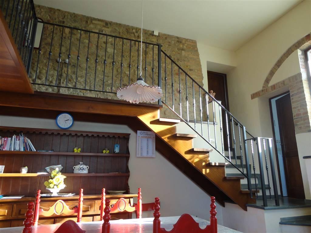 Appartamento in buone condizioni in vendita Rif. 9305288