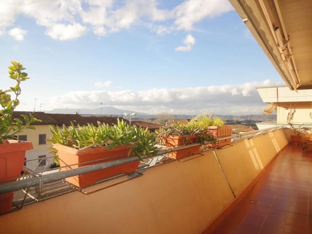Appartamento in ottime condizioni in vendita Rif. 9304526