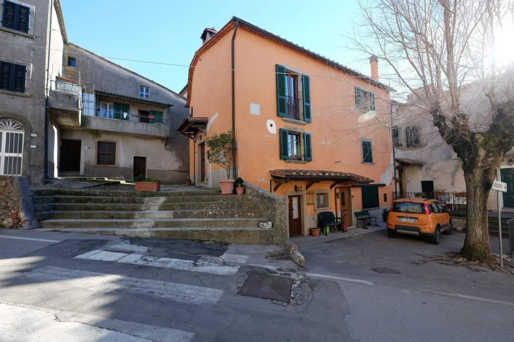 MASSA MARITTIMA (GR):Palazzo ristrutturato sulla Piazza