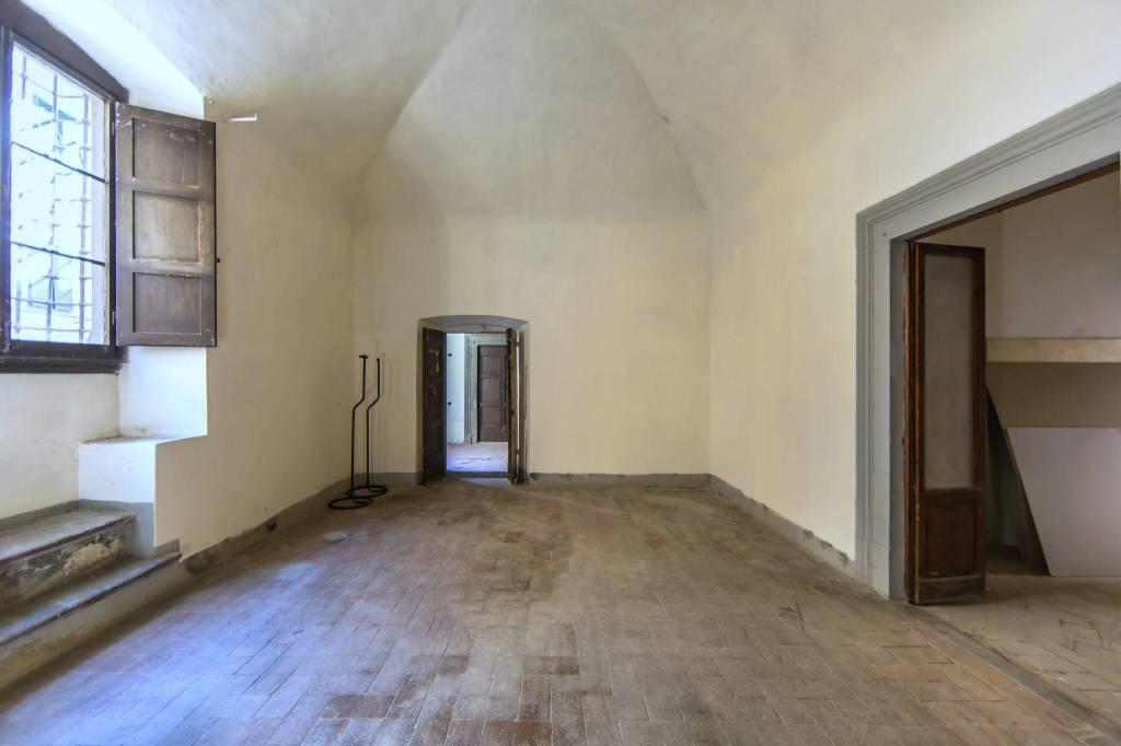 Appartamento da ristrutturare in vendita Rif. 9302635