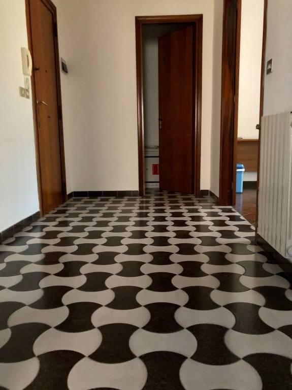 Appartamento in buone condizioni in vendita Rif. 9306374