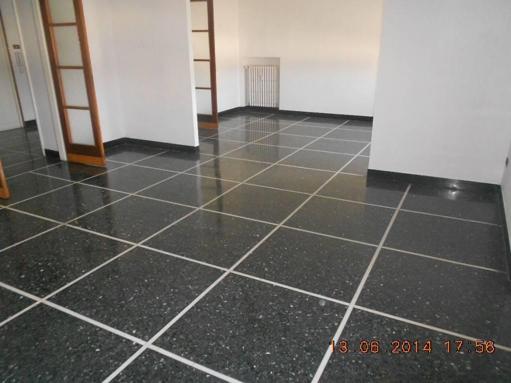 Appartamento in buone condizioni in vendita Rif. 9305726