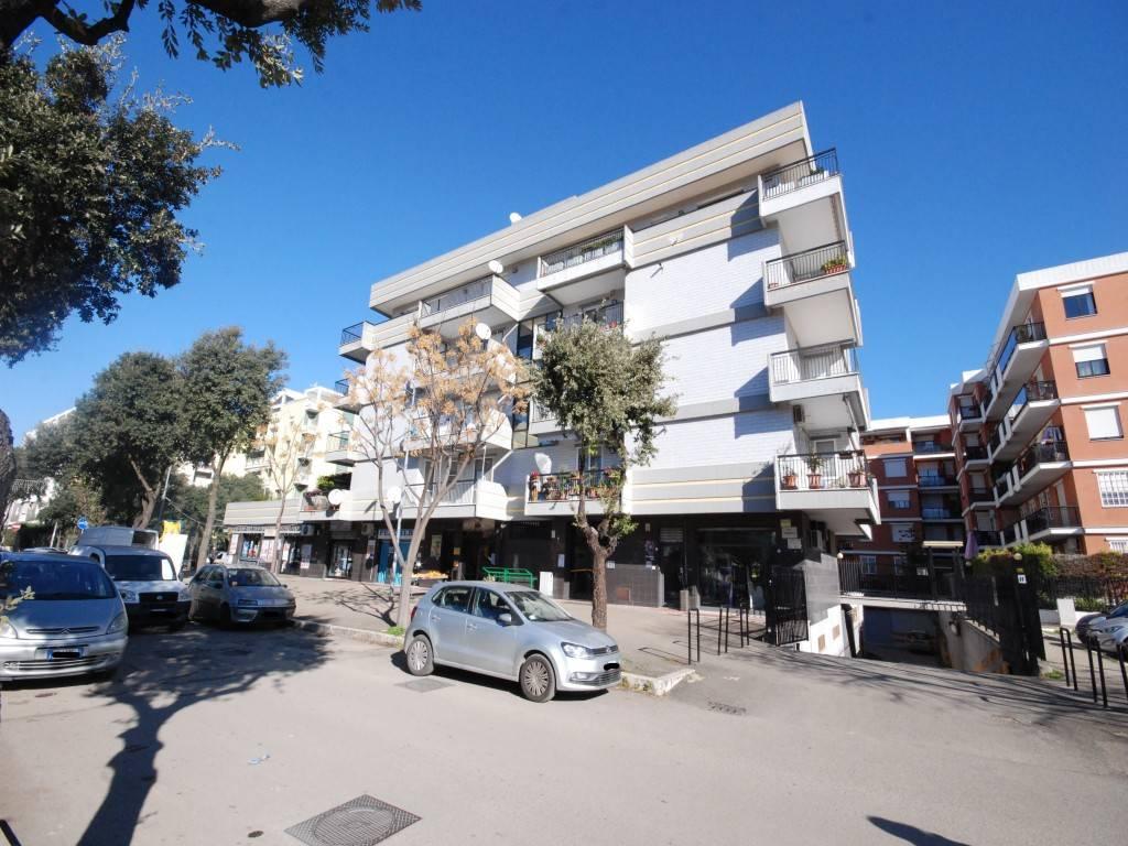 Appartamento in buone condizioni in vendita Rif. 9306881
