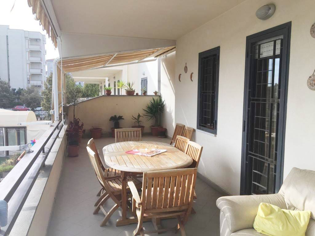 Appartamento in buone condizioni in vendita Rif. 9309064