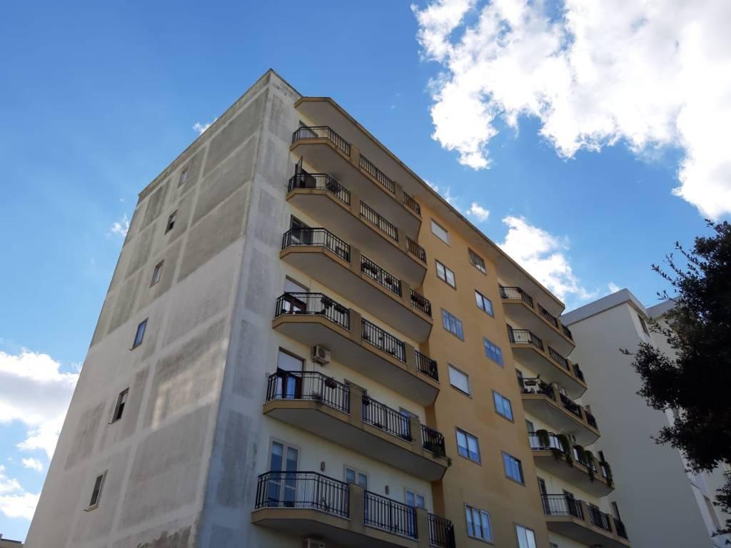 Appartamento da ristrutturare in vendita Rif. 9304721