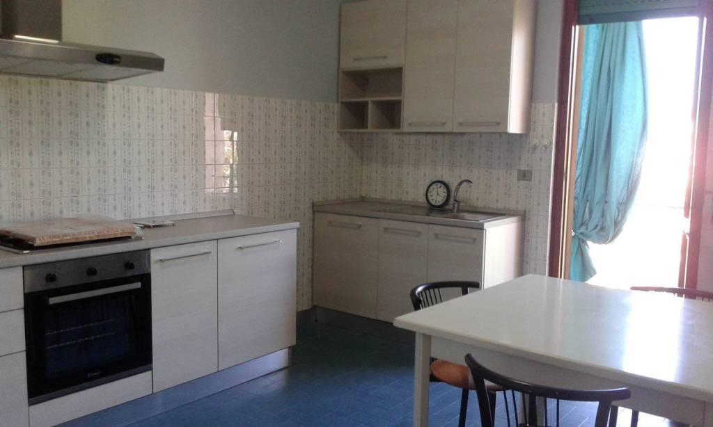 Appartamento in buone condizioni arredato in affitto Rif. 9303434