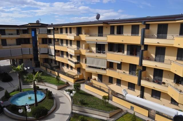 Appartamento in buone condizioni in affitto Rif. 9086128