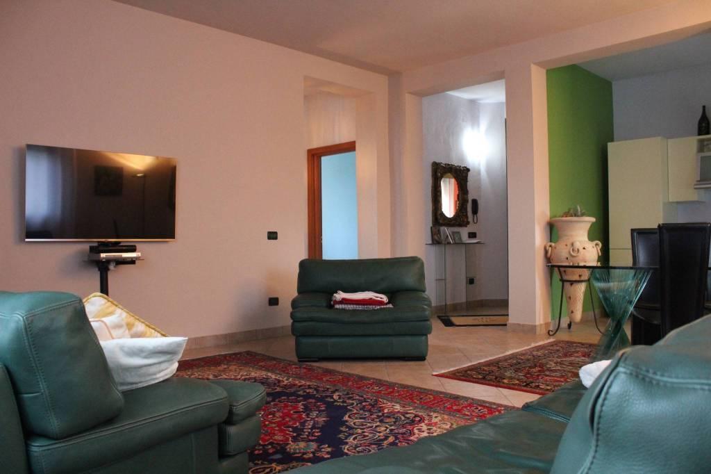Appartamento in ottime condizioni in vendita Rif. 9304732