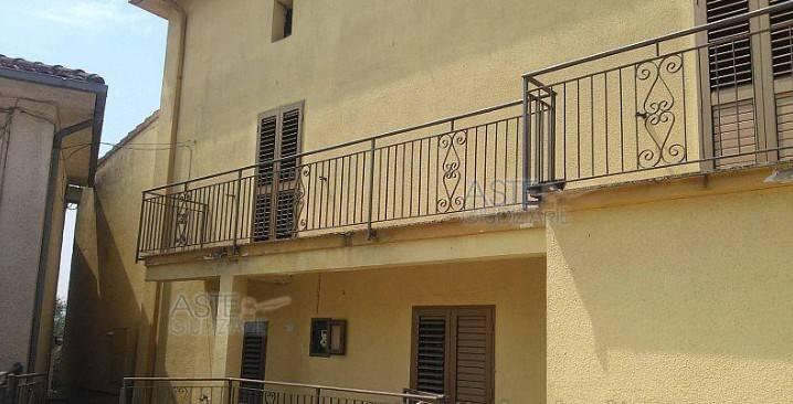 Appartamento in buone condizioni in vendita Rif. 9309239