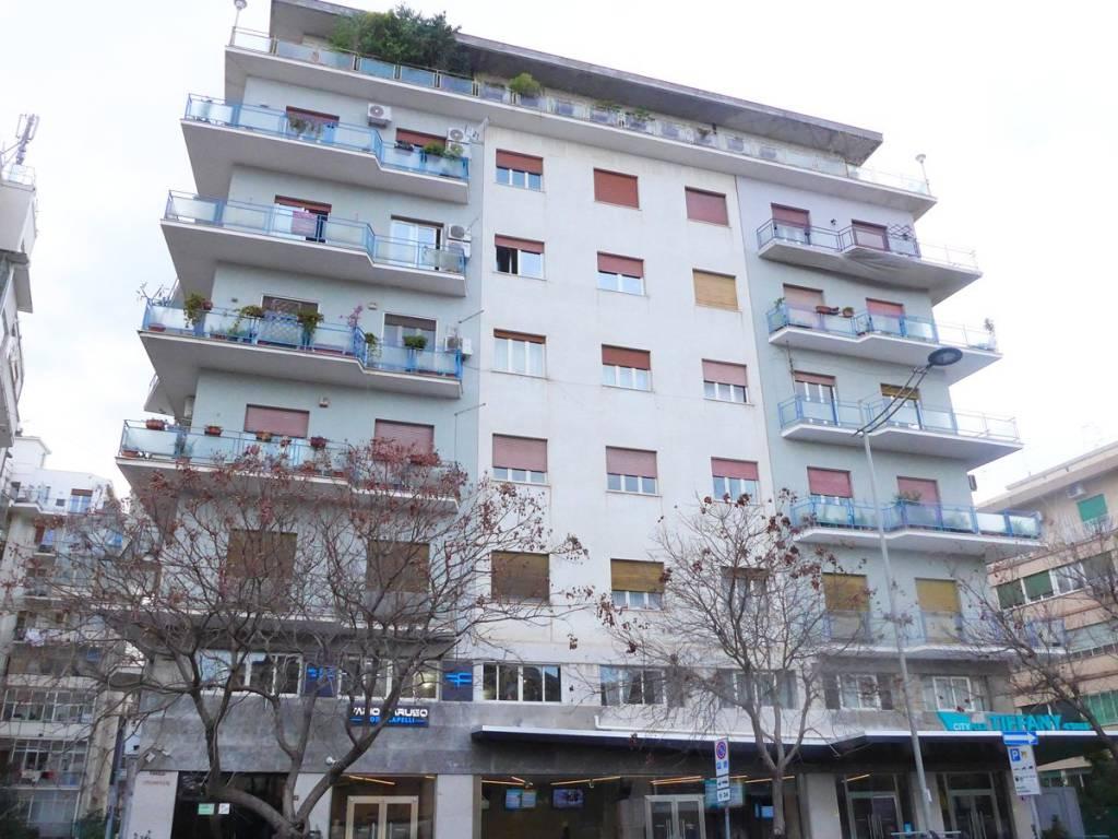 Appartamento in buone condizioni in affitto Rif. 9309886