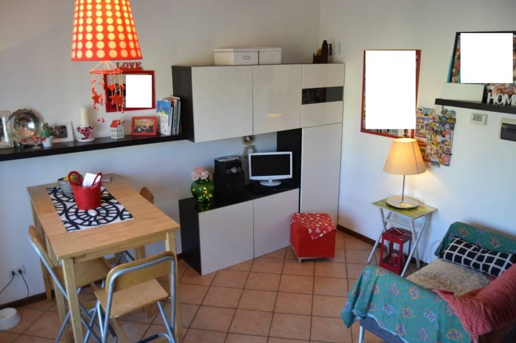 Appartamento in buone condizioni parzialmente arredato in affitto Rif. 9302472