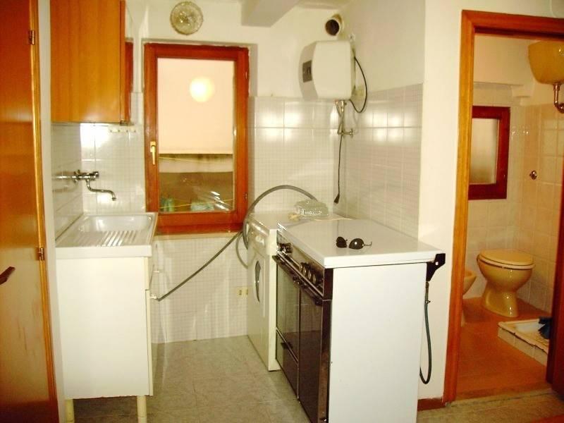 Appartamento in buone condizioni arredato in affitto Rif. 9302629