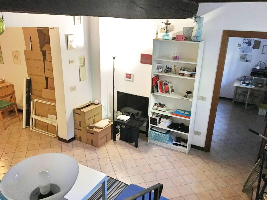 Appartamento in ottime condizioni arredato in affitto Rif. 9306383